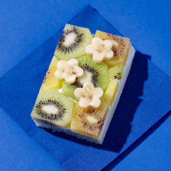 フルーツの花がのったケーキのようなサンドイッチ!新大久保に「BLOOM244」オープン
