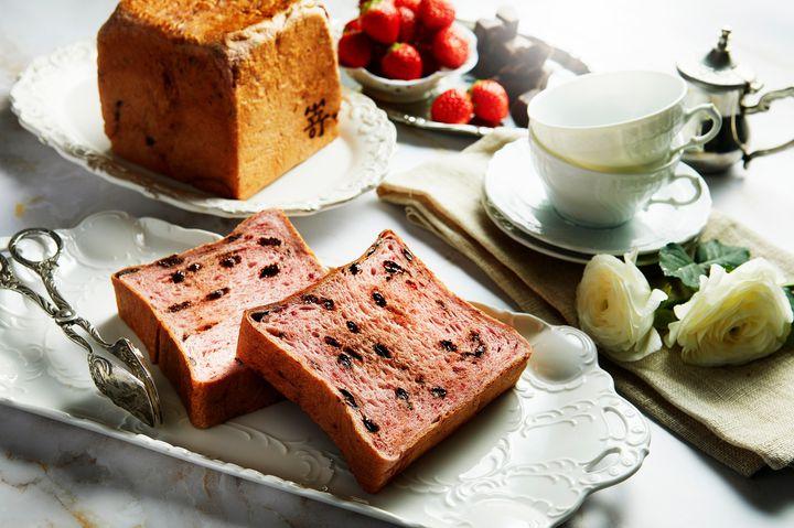 苺とチョコの王道の美味しさ!嵜本にて「ストロベリーショコラ食パン」登場
