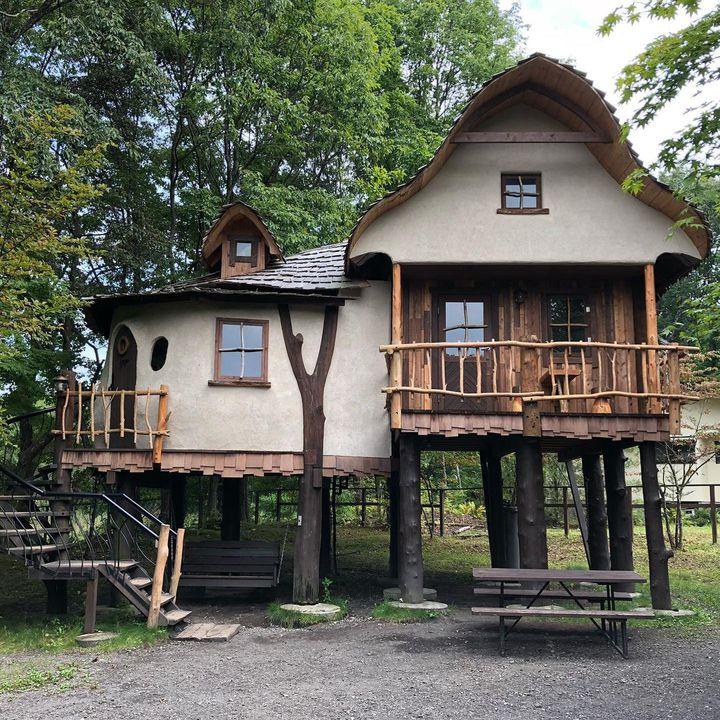 メルヘンの世界へようこそ。全国の泊まれるツリーハウス集