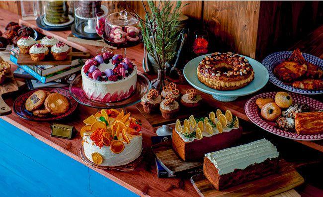 インスタ映えデコレーションケーキが並ぶ!青山にてカフェ「CROSSROAD」オープン