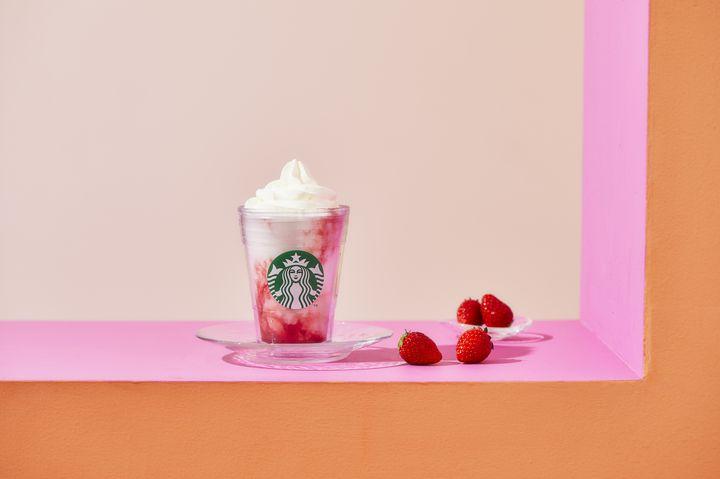 【開催中】苺とミルクのマーブル模様♡「スターバックス ストロベリー フラペチーノ® 」登場
