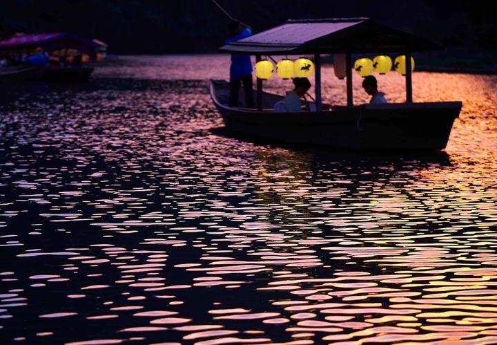 """嵐山の夏の風物詩""""鵜飼""""を鑑賞。星のや京都にて「プライベート鵜飼鑑賞舟」開催"""