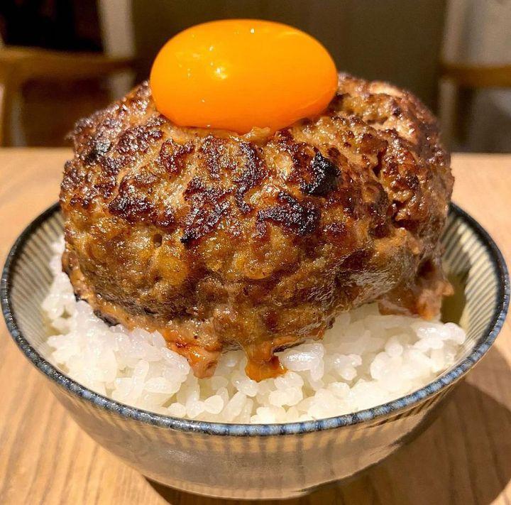 愛知牛100%のあらびきハンバーグを堪能。名古屋にて「挽き肉のトリコ」オープン!