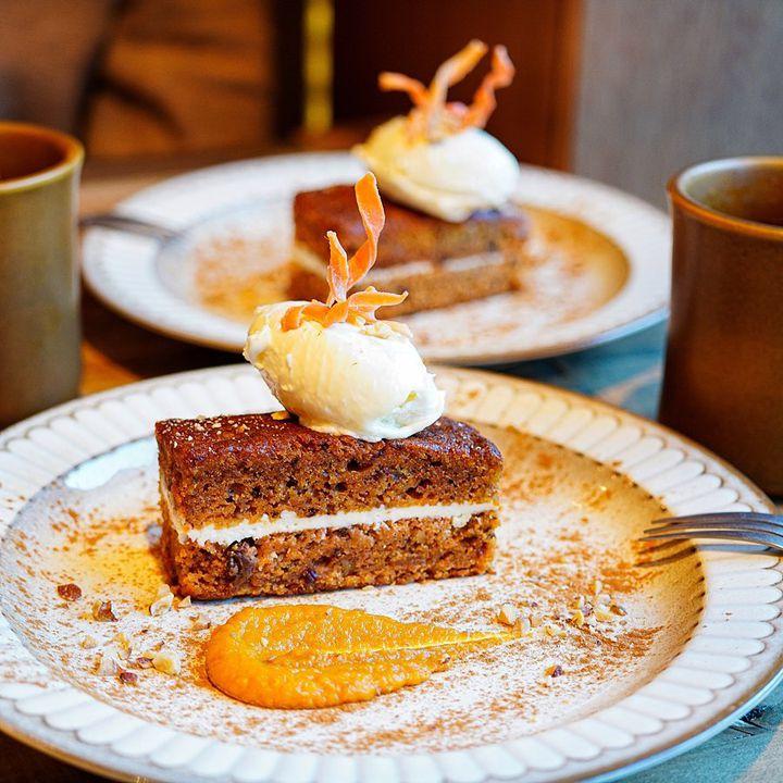 次のトレンドスイーツはコレ。カフェ好きをハマらせたキャロットケーキを大特集!