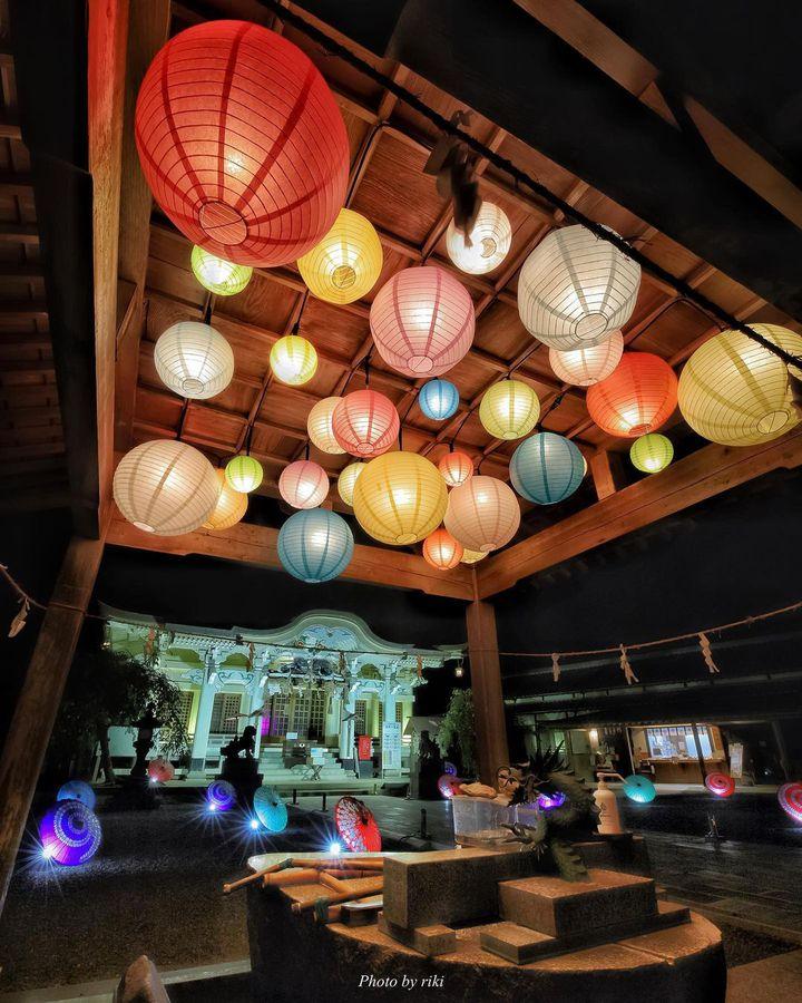何だかワクワクする!秋の夜長に訪れたい、ライトアップが美しい全国の神社まとめ