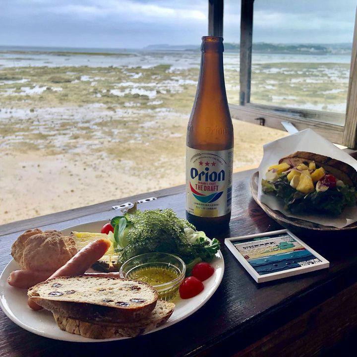"""海を見ながらのんびりと。沖縄本島にある海が見える""""絶景カフェ""""10選"""
